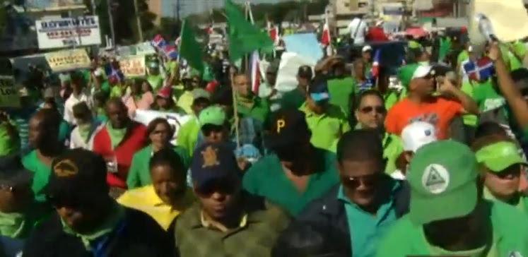 """Se acerca al Palacio Nacional la marcha """"contra la impunidad y la corrupción"""""""