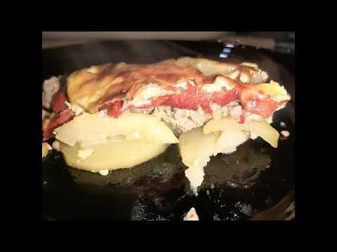 Musaka sa pecenom paprikom i tikvicama