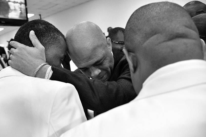Michel Martelly, ex presidente de Haití, saluda a los diputados, ayer, en el Parlamento haitiano. Foto: Héctor Retamal, Afp