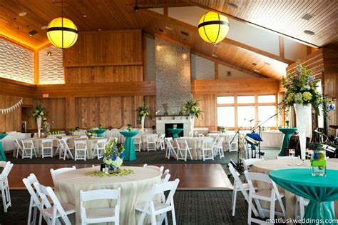 Jennette's Pier Wedding / Outer Banks Wedding / Photo by