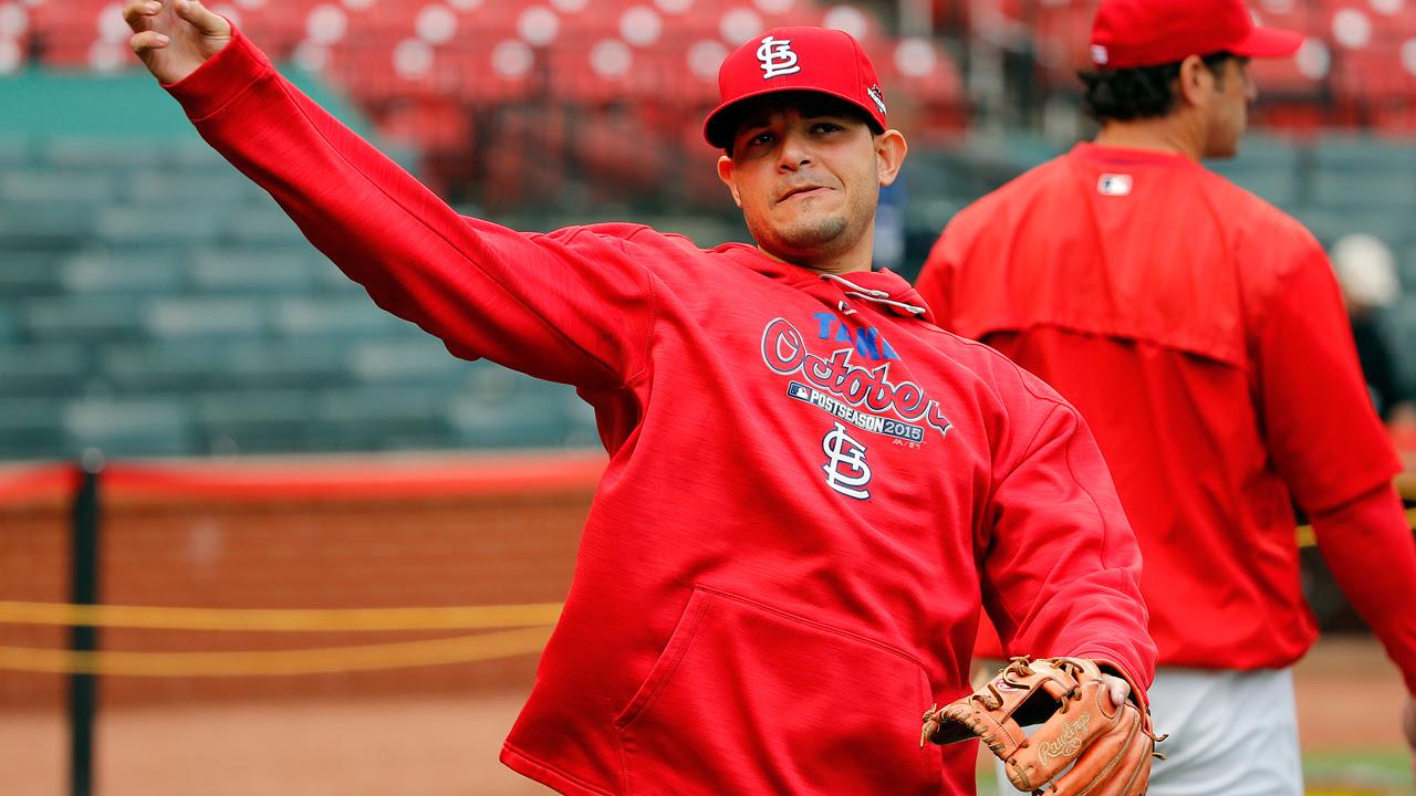 Yadier Molina será operado del pulgar izquierdo