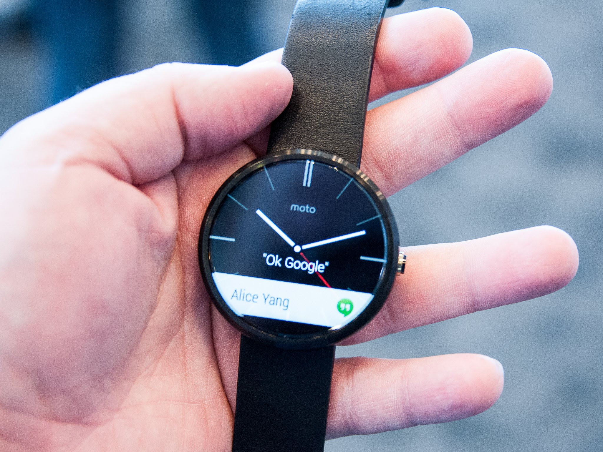 Moto 360 shows up on Best Buy's website for $250