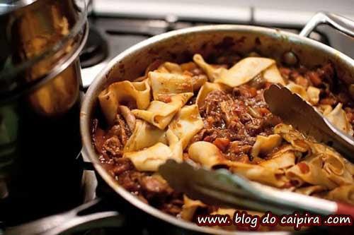 alto teor de gordura em comida, frituras e massas