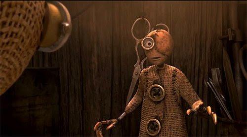 """2 es un personaje de más edad que perdió un ojo.  En realidad, dice en un momento: """"En realidad no me importa tener un ojo Es más fácil para mí que puedo concentrarme en una cosa a la vez Usted sabe...?""""  Él es uno de los muchos guiños a los signos de un ojo en la película.  De hecho, todos los robots malos de la película también tiene un ojo."""