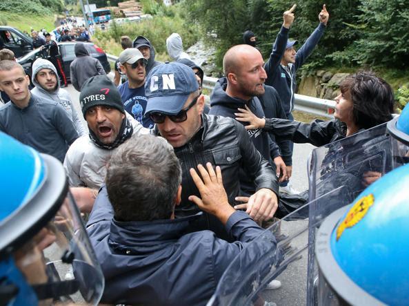Tensioni anche tra antagonisti e polizia (Fotogramma/Brescia)