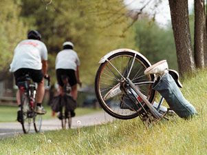 Dos ciclistas chocan entre ellos y dan positivo en el control de alcoholemia