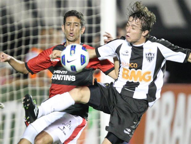 Bernard, Atlético-GO x Atlético-MG (Foto: André Costa/Agência Estado)