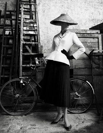photo Dior1947BarSuit_zpsc8e6b433.jpg
