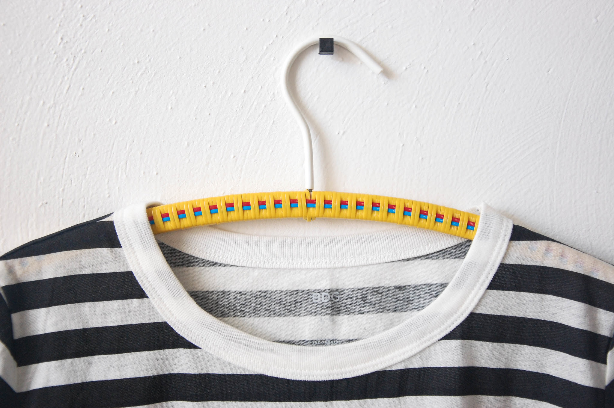 well it's okay: DIY PLASTIC LACE WOVEN CLOTHES HANGERS