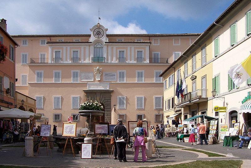 File:Castel Gandolfo BW 3.JPG