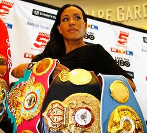 Cecilia Brækhus detém quatro títulos mundiais e desafiou a brasileira Cris Cyborg para uma luta de boxe (Foto: Getty Images)
