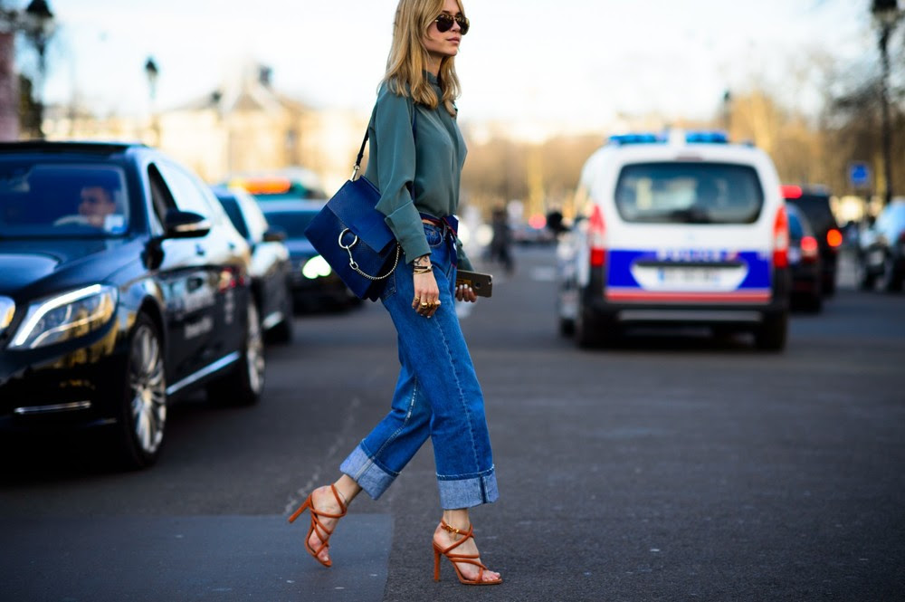 Pernille Teisbaek is wearing a quite classic combo here: loose denim with a belt around her waist, a blouse, sandals and a bag. What makes it special? The fact that she chose a green blouse instead of white, the bag is one of the most wanted it-bags of the season and her sandals makes a pop of colour that still goes perfectly with the rest of her ensemble.  GET THE LOOK: