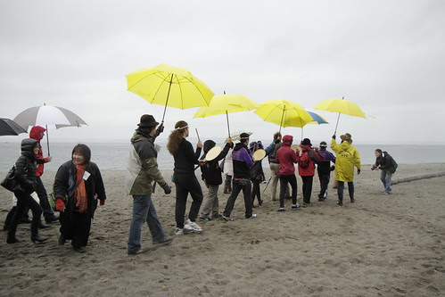 A procession to the tide