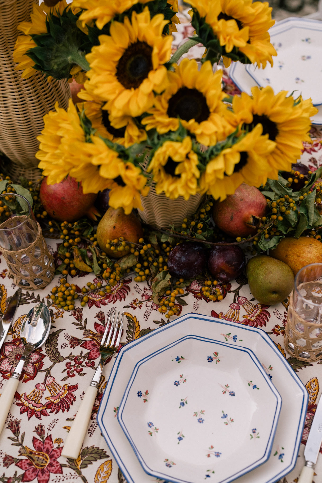 fall colorful entertaining tablescape