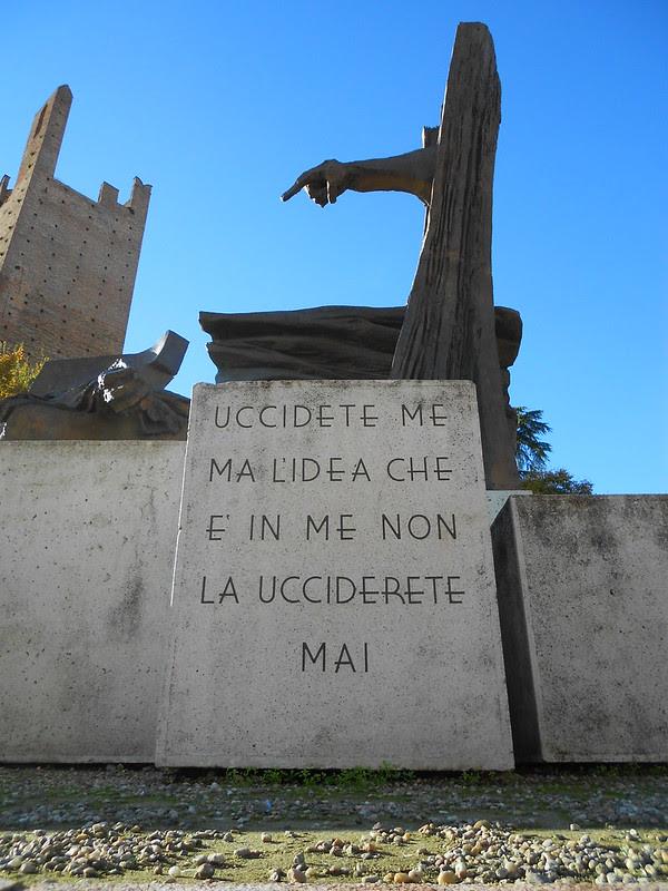 Uccidete me ma l'idea che è in me non la ucciderete mai, monumento a Giacomo Matteotti, Augusto Murer,  Rovigo