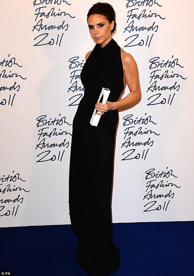 Vencedor: Victoria com seu prêmio após levar para casa o prêmio de Marca Designer
