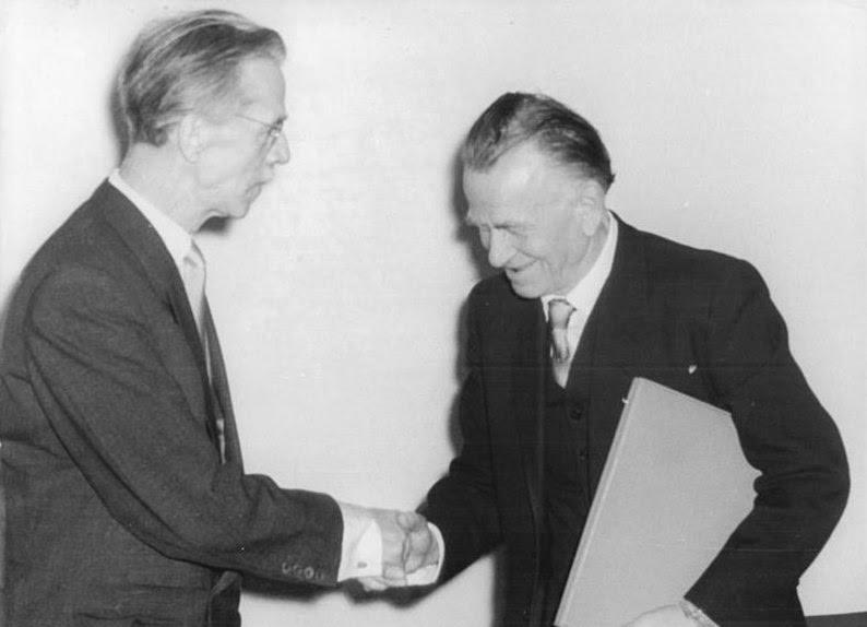 Arquivo: Bundesarchiv Bild 183-45912-0002, Berlim, Otto Dix-Ausstellung.jpg