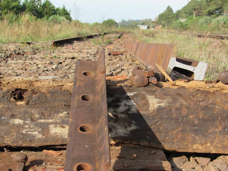 Homens fogem após tentar furtar trilhos de trem em Acopiara-CE
