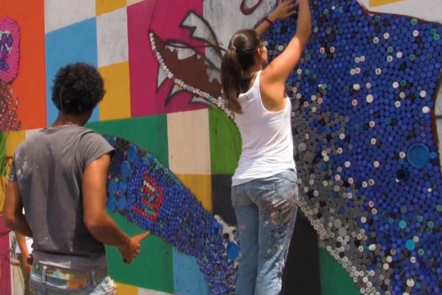 Mural Con Tapas Plasticas