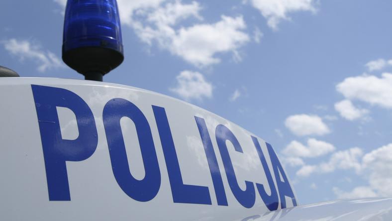 Policjanci, pod nadzorem prokuratora, wyjaśniają przyczyny tragicznego wypadku