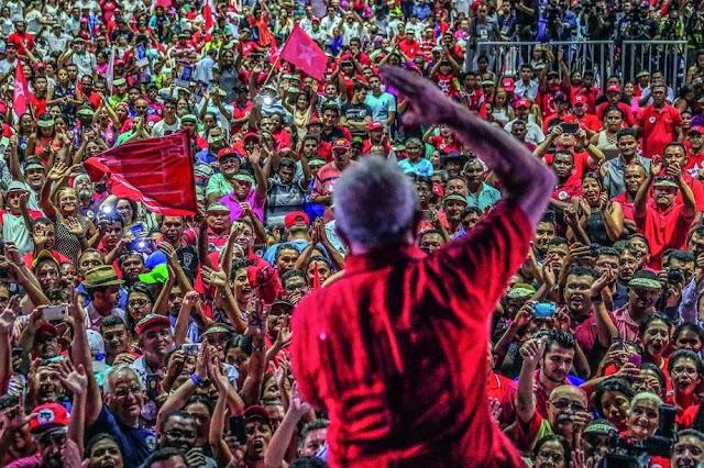 Pesquisa IPEC aponta vitória de Lula contra Bolsonaro