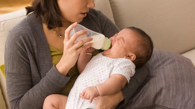 http://a.abcnews.com/images/Health/gty_feeding_baby_ll_120430_wg.jpg