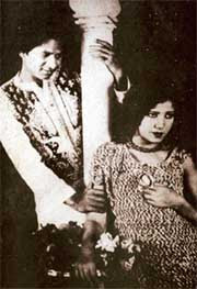 http://upload.wikimedia.org/wikipedia/commons/9/97/Master_Vithal_and_Zubeida_in_Alam_Ara%2C_1931.jpg