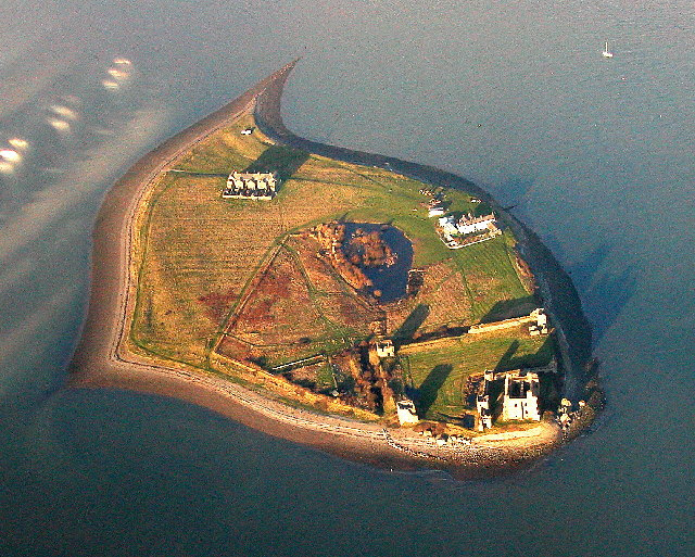File:Piel Island and Castle, Barrow-in-Furness.jpg
