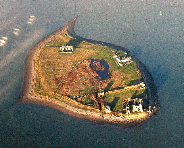File:Piel Island and Castle, Barrow-in-Furness.jpg