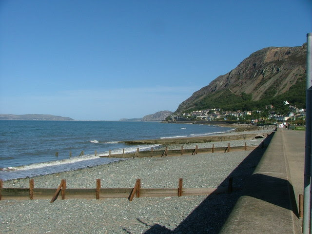 File:The Beach, Llanfairfechan - geograph.org.uk - 241994.jpg