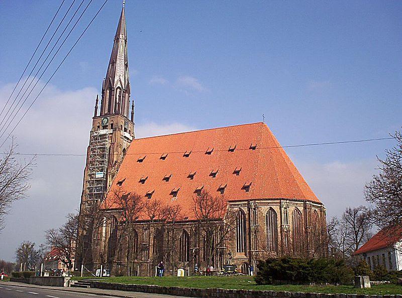 http://upload.wikimedia.org/wikipedia/commons/thumb/c/c9/Chojna_kosciol_mariacki.jpg/800px-Chojna_kosciol_mariacki.jpg