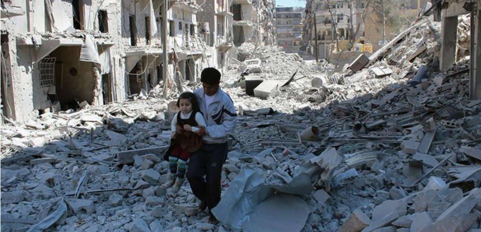 A Alep, en Syrie, en avril 2014, après un bombardement du régime. La photo, diffusée par les activistes anti-gouvernementaux de l'AMC (Aleppo Media Center) a été authentifiée. (©Uncredited/AP/SIPA)
