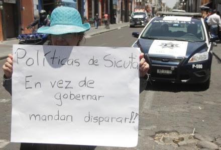 Una mujer protesta tras la aprobación de la llamada #LeyBala en Puebla. Foto: Víctor Hugo Rojas