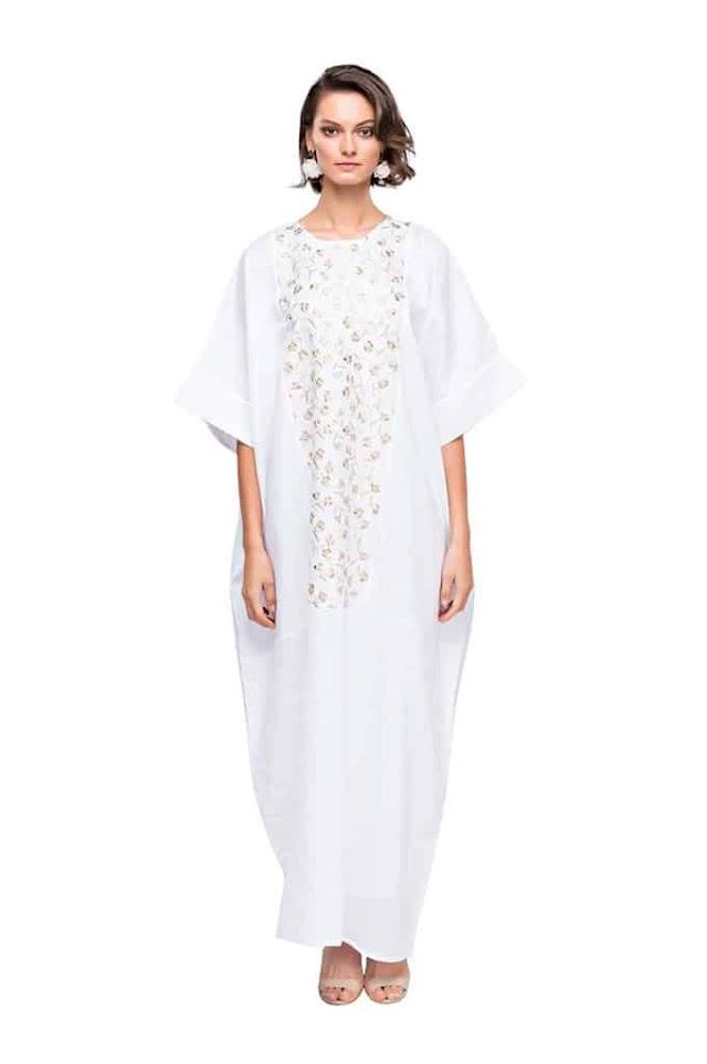 تألقي بعبايات باللون الأبيض في شهر رمضان الكريم