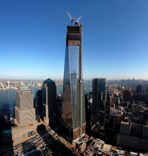 The 1 World Trade Center towers above the New York skyline, on October 5, 2012.
