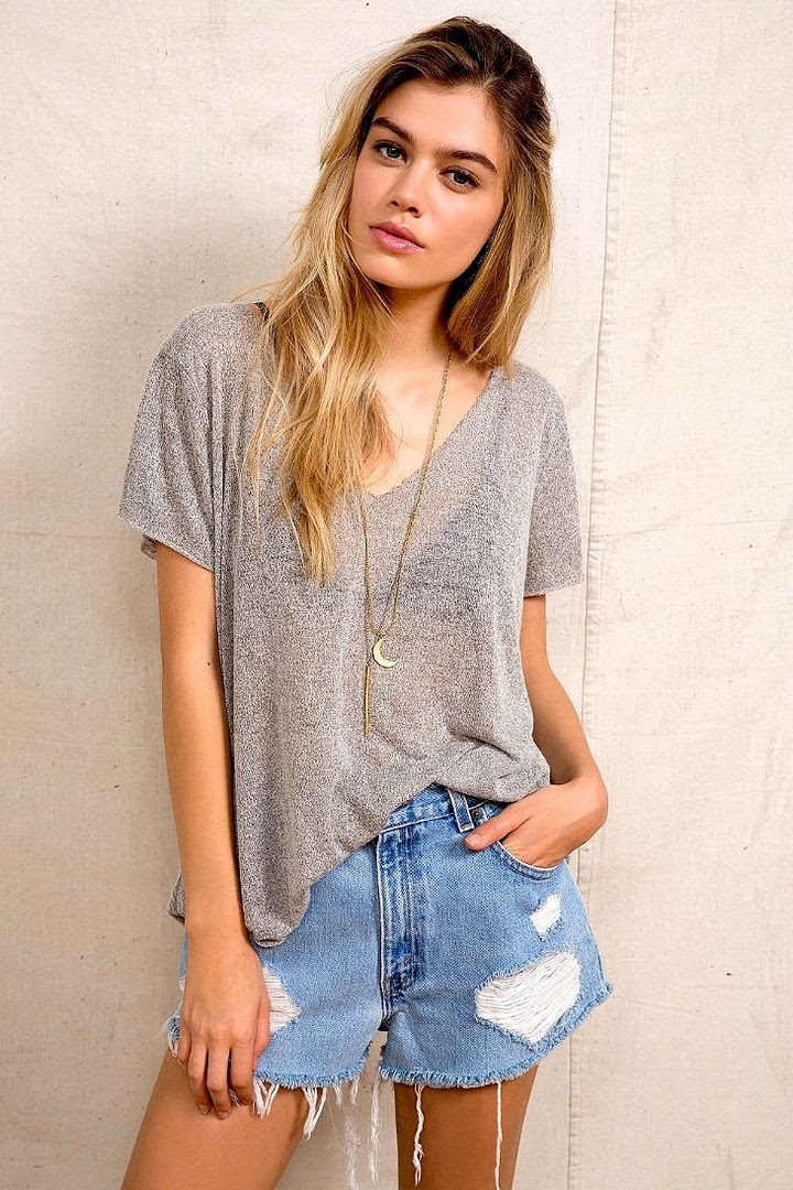 3 Le Fashion Blog Model Crush Joanna Halpin Eyebrows Beauty Grey Tee Moon Charm Necklace Cut Off Shorts Via Urban Outfitters photo 3-Le-Fashion-Blog-Model-Crush-Joanna-Halpin-Grey-Tee-Cut-Off-Shorts-Via-Urban-Outfitters.jpg