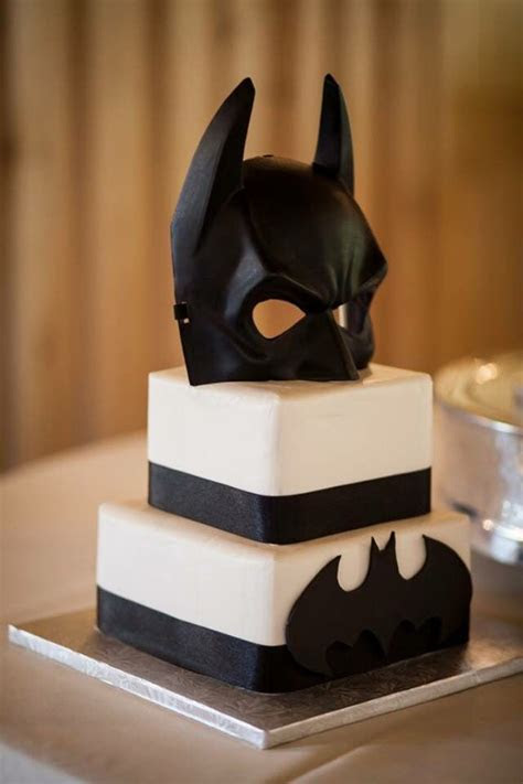 17  best ideas about Batman Grooms Cake on Pinterest