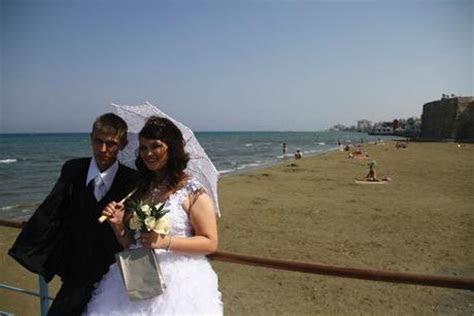 ?Island of Love? Cyprus Lures Lebanese, Israelis to Tie