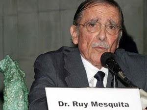 Abril de 2004 - O jornalista Ruy Mesquita participa da cerimônia de entrega do Prêmio Personalidades da Comunicação 2004, no Centro de Convênções, em São Paulo (Foto: Tom Dib/Futura Press/Arquivo)
