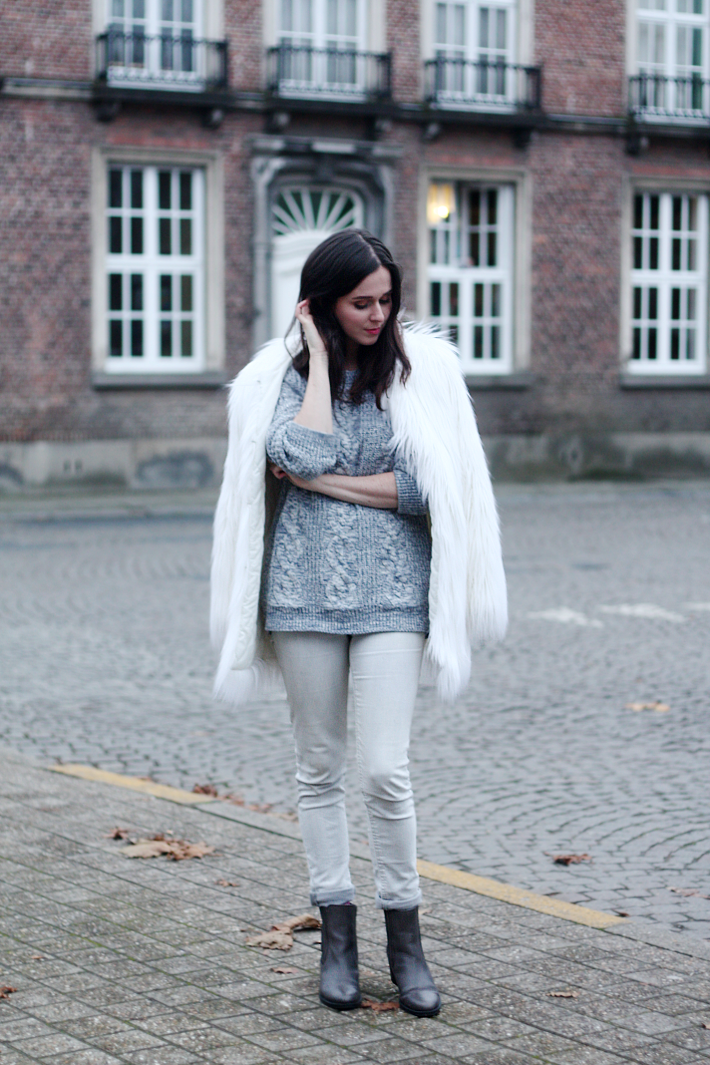 Whites and Greys + 5 Ways to Wear Chelsea Boots