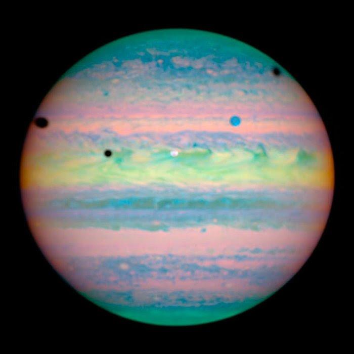Σπάνια τριπλή έκλειψη τριών φεγγαριών του Δία, 28 Μαρτίου 2004. Φωτο: Flickr/NASA
