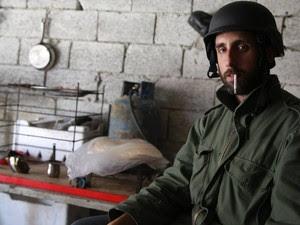 O fotógrafo brasileiro Gabriel Chaim em sua segunda viagem à Síria durante a guerra (Foto: Gabriel Chaim/Arquivo pessoal)