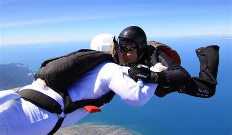 Couple Celebrates a Skydive Wedding   Arabia Weddings