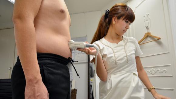 Une mesure de masse coporelle dans une clinique japonaise.