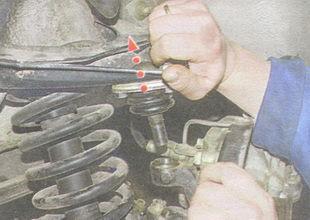 статья про Замена верхнего шарового шарнира передней подвески на автомобиле ВАЗ 2106