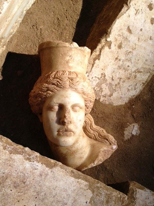 Αμφίπολη :Επιτέλους βρέθηκε κεφάλι Σφίγγας ...!!
