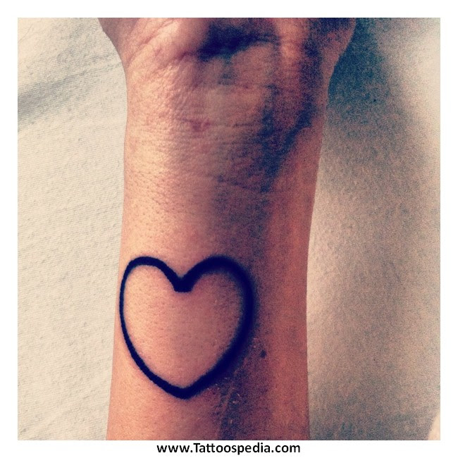 3 Interlocking Hearts Tattoo