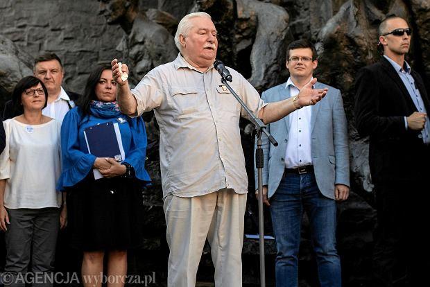 Zdjęcie numer 3 w galerii - Protesty w obronie Sądu Najwyższego. Lech Wałęsa o PiS: