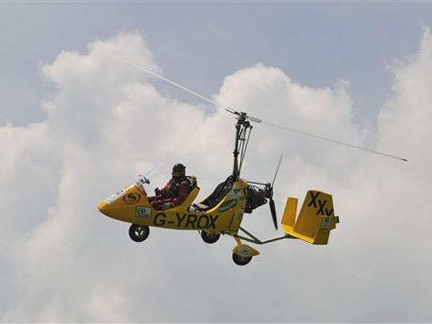 Voo teste do girocóptero, criado por um piloto irlandês que quer dar a volta ao mundo a bordo da aeronave