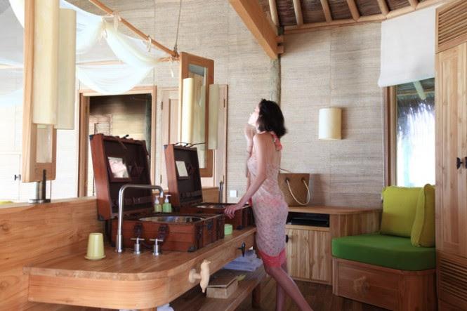 maldives resort bathroom